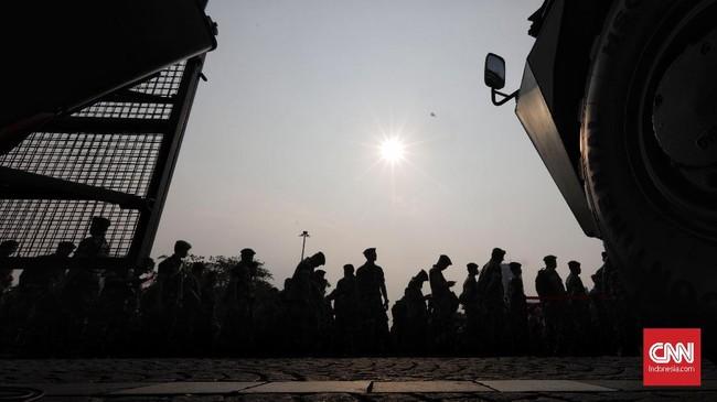 Panglima TNI Marsekal Hadi Tjahjantomembuka pameran alat utama sistem persenjataan (alutsista) dalam rangka peringatan HUT TNI ke-73, di kawasan Monas, Jakarta, Kamis (27/9). (CNN Indonesia/Adhi Wicaksono).