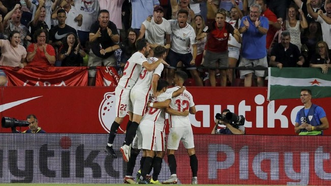 Tuan rumah Sevilla mengakhiri pesta kemenangan 3-0 setelah Wissam Ben Yedder menjebol gawang Real Madrid.(REUTERS/Marcelo Del Pozo)