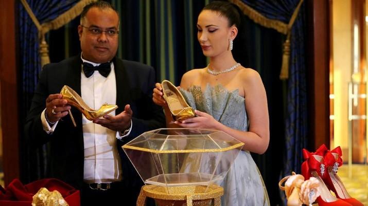 Sepatu yang bernama Passion Diamond Shoes tersebut diklaim menjadi sepatu temahal di dunia.