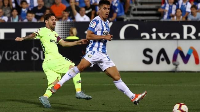 Megabintang Barcelona Lionel Messi gagal menambah pundi golnya musim ini. Ia tak sanggup mencetak gol ke gawang Leganes. (REUTERS/Sergio Perez)