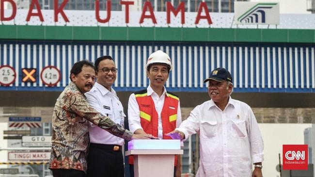 Pembangunan tol Antasari-Depok dimulai sejak 2014 lalu. (CNNIndonesia/Christie Steafanie)