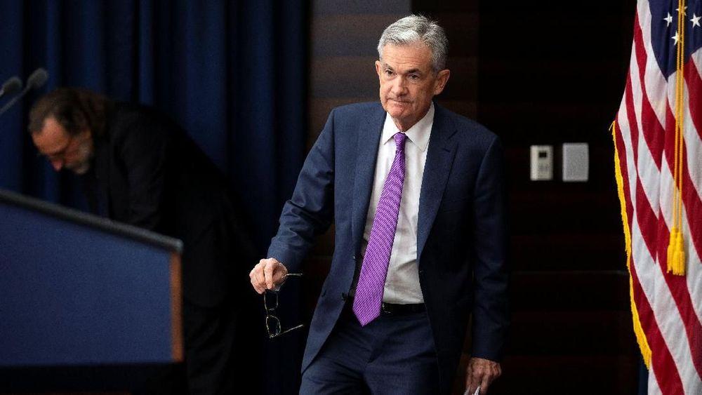 Gubernur Bank Sentral AS (Federal Reserve/ The Fed) Jerome Powell bersiap melakukan konfrensi pers setelah pertemuanFederal Open Market Committee (FOMC) di Washington, Amerika Serikat (26/9/2018). (REUTERS/Al Drago)