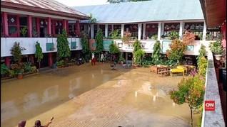 VIDEO: Banjir Rendam Kelas, Sekolah di Padang Diliburkan