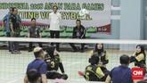 Presiden Republik Indonesia Joko Widodo mengunjungi pelatnas Atlet bola voli duduk Asian Para Games Indonesia di Gelora Bung Karno Arena, Jakarta (27/9). (CNN Indonesia/ Hesti Rika)