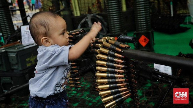 Pameran alutsistamenjadi kesempatan TNI memamerkan kekuatan persenjataannya kepada masyarakat. Pameran berlangsung pada 27-29 September 2018, dan gratis untuk masyarakat. (CNN Indonesia/Adhi Wicaksono)