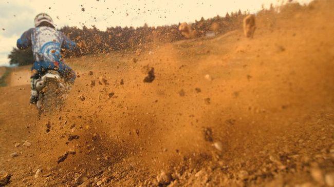 Trik Ringan Ganti Kaki-kaki Skutik Jadi 'Motor Trail'