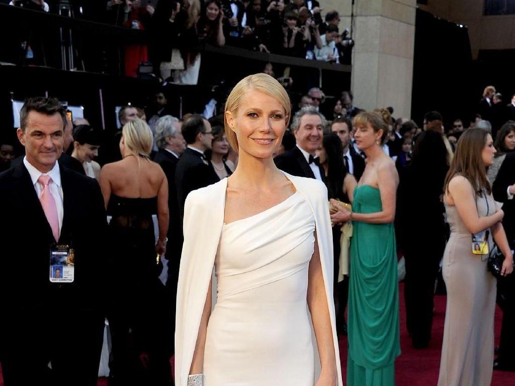Gwyneth Paltrow Akan Menikah, Ini Gayanya Bergaun Putih Mirip Pengantin