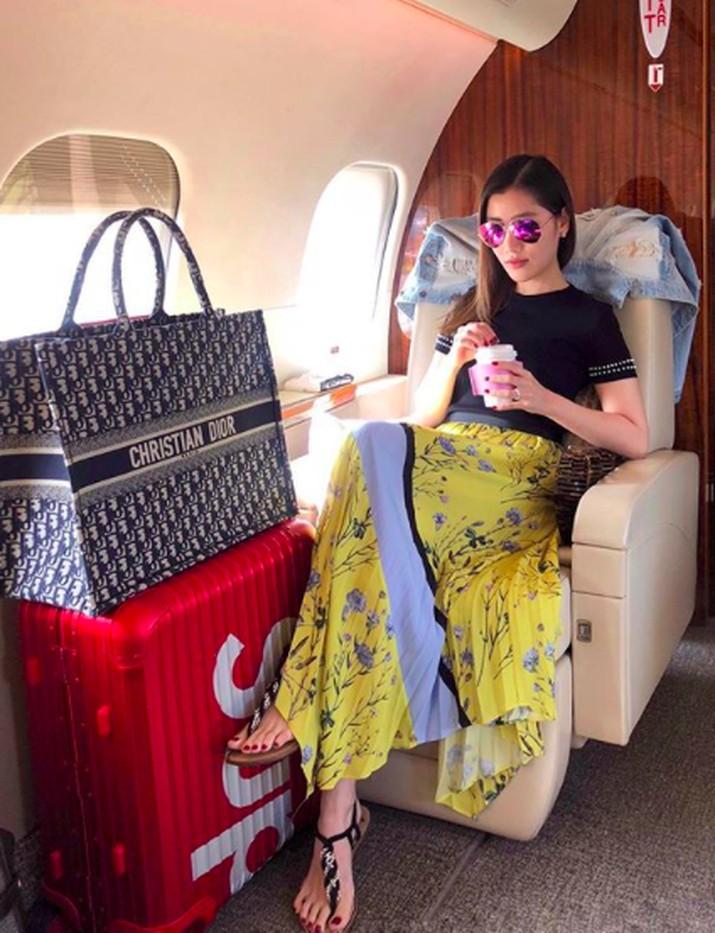 Para sosialita sering menampilkan gaya hidup mewah mereka di jejaring sosial Instagram.