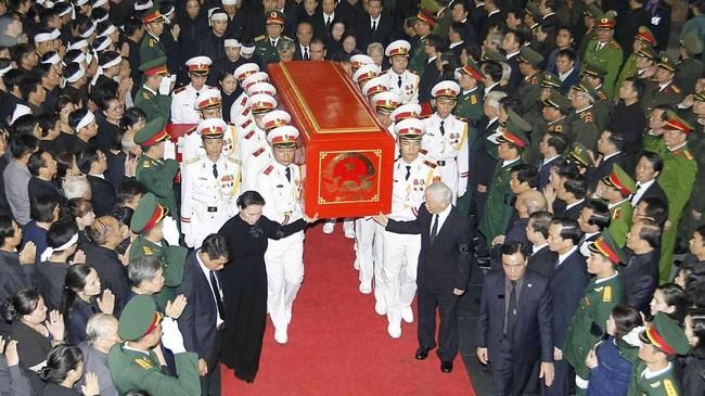 Sebagai pendukung kuat komunis dan mantan kepala kepolisian negara, Quang dikenang akan dedikasinya kepada bangsa. (Van Diep/VNA/Handout via Reuters)