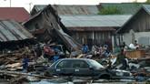 Hal lain yang dibutuhkan adalah kantung mayat, BBM, solar, genset, dan tenda lapangan. (AFP PHOTO / MUHAMMAD RIFKI)