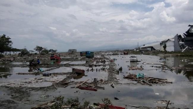 Untuk menelusuri lokasi terdampak gempa dan tsunami terparah di Sulawesi Tengah, BNPB akan menggunakan satelit resolusi tinggi milik LAPAN. (REUTERS/Stringer NO RESALES. NO ARCHIVES)