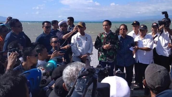 Serahkan Bantuan Rumah Korban Gempa, Jokowi Terbang ke NTB