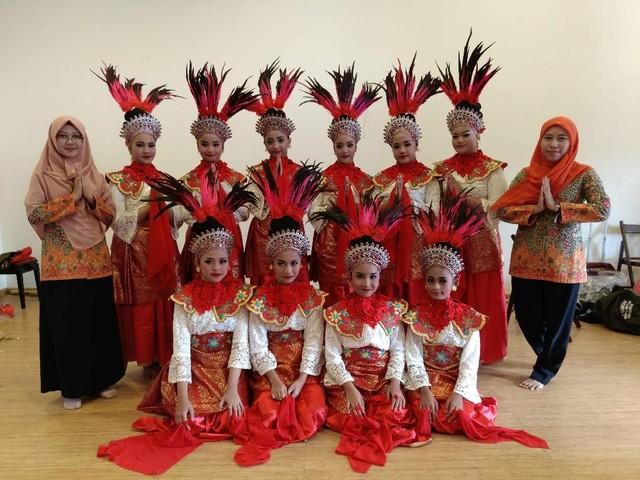 Merah Putih Berkibar di Festival Folklore Dunia