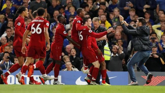 Daniel Sturridge yang masuk sebagai pemain pengganti berhasil menyelamatkan Liverpool dari kekalahan di Stamford Bridge. (Reuters/John Sibley)