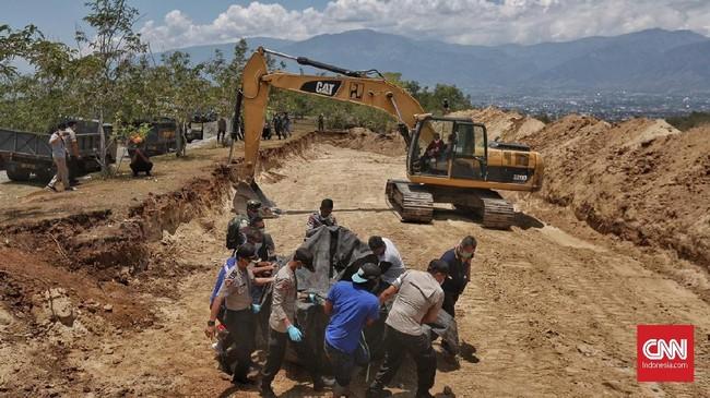 Akses komunikasi dan transportasi menjadi kendala bagi pemerintah dan aparat untuk menyalurkan bantuan serta mengevakuasi korban gempa. (CNN Indonesia/Adhi Wicaksono)