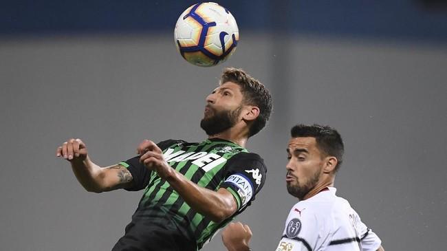 Kemenangan atas Sassuolo membuat AC Milan saat ini berada di posisi sepuluh klasemen sementara Liga Italia dengan torehan sembilan poin, tertinggal 12 poin dari Juventus di puncak klasemen. (REUTERS/Alberto Lingria)