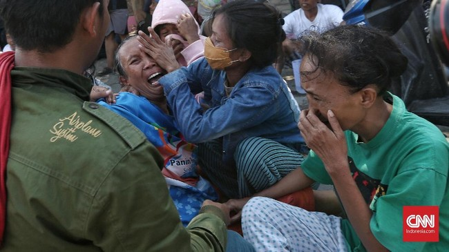 Diperkirakan ratusan hingga ribuan orang masih tertimbun di reruntuhan bangunan, menjadikan Balaroa salah satu titik terparah gempa Palu. (CNN Indonesia/Adhi Wicaksono)