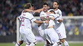 Para pemain AC Milan merayakan gol Suso. Penyerang asal Spanyol itu tampil impresif saat mengalahkan Sassuolo. (REUTERS/Alberto Lingria)
