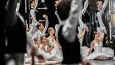 Paris Opera Ballet telah berdiri sejak tahun 1669 yang dikepalai oleh penari balet ternama asal Perancis, Patrice Bart (1990-2011), Laurent Hilaire (2011-2014) dan saat ini Clotilde Vayer.
