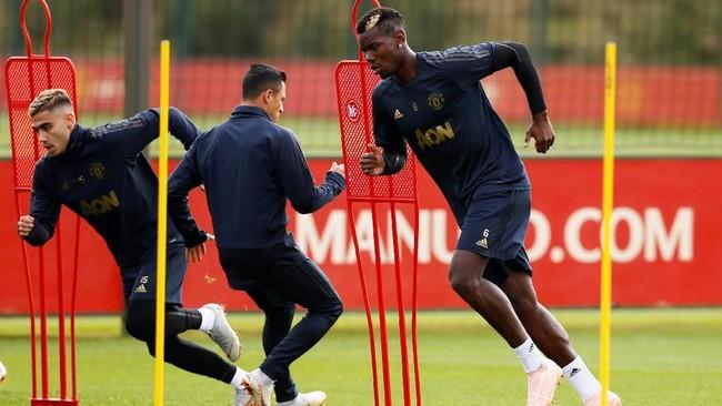 Paul Pogba tetap ada kemungkinan dimainkan menghadapi Valencia meski pada laga menghadapi West Ham United hanya bermain selama 70 menit sebelum digantikan Fred. (Reuters/Jason Cairnduff)