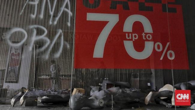Menurut polisi, seluruh tersangka akan dijerat dengan Pasal 363 KUHP tentang pencurian dengan pemberatan. (CNN Indonesia/Adhi Wicaksono)