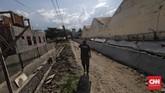 Tembok luar Lapas Kelas II A Palu yang ambruk dan dimanfaatkan sejumlah napi melarikan diri. (CNN Indonesia/Adhi Wicaksono)
