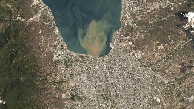 Melihat dari Udara Palu Sebelum dan Sesudah Hantaman Tsunami
