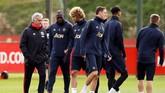 Jose Mourinho saat ini tengah 'digoyang' di kursi manajer karena Manchester United yang kian terpuruk setelah kalah 1-3 dari West Ham United. (Reuters/Jason Cairnduff)
