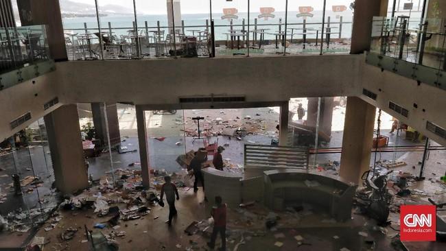 Kepala Divisi Humas Polri Irjen Setyo Wasisto mengatakan, pihaknya memberi toleransi terhadap warga yang mengambil makanan atau kebutuhan pokok. Namun, jika barang yang dijarah bukan kebutuhan pokok, seperti barang elektronik, perhiasan, dan lainnya, Polri akan menindak tegas. (CNN Indonesia/Adhi Wicaksono)