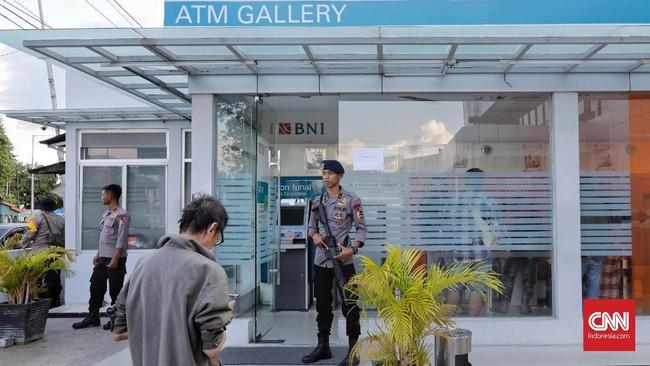 Himpunan Bank Milik Negara (Himbara) bersinergi memulihkan layanan perbankan, dan menurunkan relawan untuk membantu para korban gempa di Palu. (CNNIndonesia/Adhi Wicaksono).
