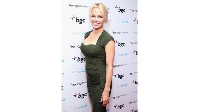 Foto diambil pada 11 September 2017. Pamela Anderson secara terbuka mengaku menjalani pembesaran payudara yang secara signifikan mengubah ukuran dadanya. (Robin Marchant/Getty Images for Cantor Fitzgerald/AFP)