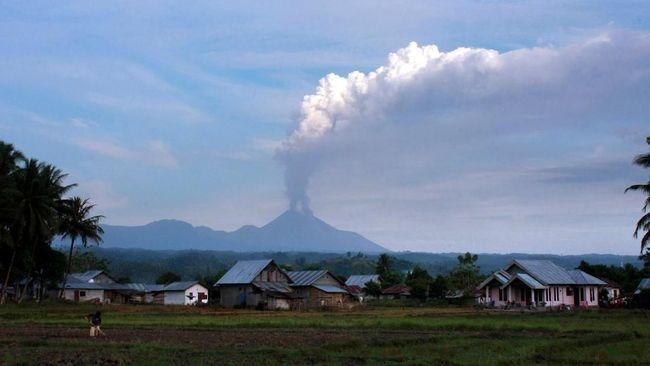 Tiga Kali Erupsi, Gunung Soputan Dinyatakan Status Siaga
