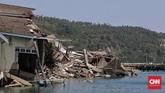Kabupaten Donggala, sebuah kabupaten yang berada di Sulawesi Tengah menjadi salah satu yang terparah terkena dampak gempa dan tsunami pada 28 September 2018. Berikut potret sejumlah rumah warga hancur akibat terjangan tsunami di pesisir Desa Tanjung Batu, Donggala, Sulawesi Tengah, 3 Oktober 2018. (CNNIndonesia/Adhi Wicaksono)