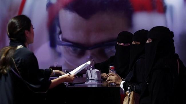 Saat ini jumlah perempuan diArab Saudihanya 22 persen, dan akan ditingkatkan menjadi 30 persen pada 2030.(REUTERS/Stringer)