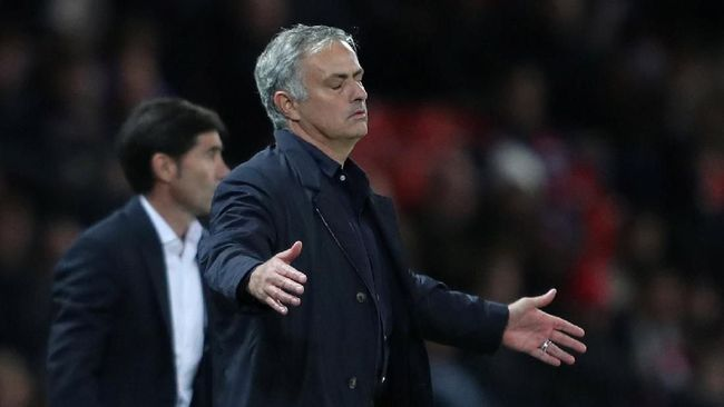 Mourinho Sedih Polisi Tolak Kawal Bus Manchester United