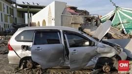FOTO: Mobil dan Motor Korban Gempa Palu yang 'Ditelanjangi'