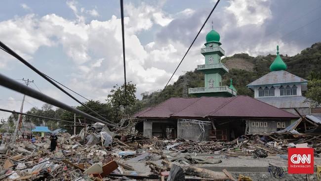 Sejumlah rumah warga hancur akibat terjangan tsunami di pesisir kecamatan benawa, kabupaten Donggala, Sulawesi Tengah, 3 Oktober 2018. (CNNIndonesia/Adhi Wicaksono)