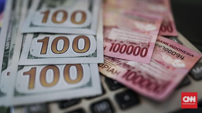 Rupiah Turun Tipis ke Rp13.645 per Dolar AS pada Jumat Sore