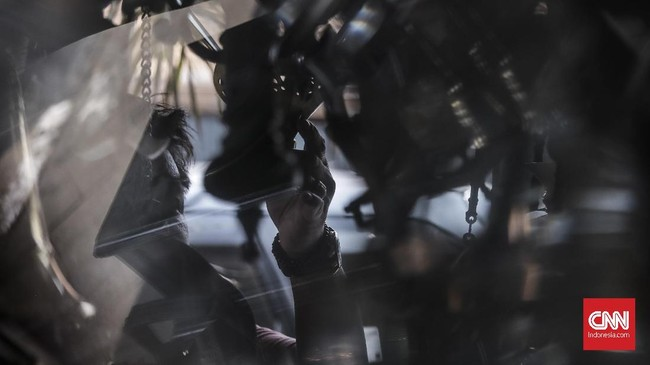 Saat ini, penjualan barang antik mulai menurun seiring dengan menurunnya tingkat wisatawan asing. Diketahui, pemburu barang antik banyak datang dari turis-turis mancanegara. (CNN Indonesia/ Hesti Rika).