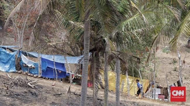 Mereka mengungsi sejak Jumat malam, setelah tersiar kabar tsunami akibat gempa yang mengguncang Sulawesi Tengah.(CNN Indonesia/Adhi Wicaksono)