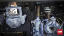 FOTO : Pasang-Surut Bisnis Barang Antik Jalan Surabaya