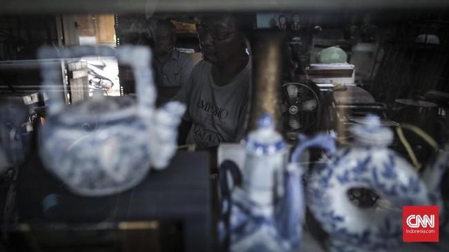 Para pedagang Pasar Antik Jalan Surabayamenaruh harap turisramai datang pada gelaran Asian ParaGames. Sehingga, berdampak pada meningkatnya jumlah kunjungan dan penjualan. (CNN Indonesia/ Hesti Rika).