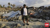 Warga Petobo lainnya yang tidak mau disebutkan namanya mengisahkan, saat gempa terjadi dia menyelamatkan diri ke luar rumah. Dia melihat tanahdari arah depanbergelombang lalu menerjang, menimbun dirinya hingga terperangkap tanah. (CNN Indonesia/Adhi Wicaksono).