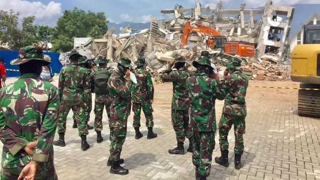 Jokowi Berterima Kasih TNI Sigap Bantu Korban Bencana