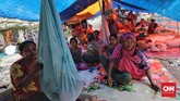 Terhitung sudah 7 hari mereka tinggal di tenda pengungsian di perbukitan Gunung Sigiba.(CNN Indonesia/Adhi Wicaksono)
