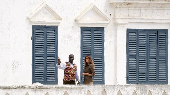 Ini adalah kali pertama Melania melakukan kunjungan luar negeri tanpa kehadiran Donald Trump. (Reuters/Carlo Allegri)