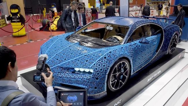 Mobil pernah diuji di Ehra Lessien di luar Wolfsburg, Jerman. Ini lintasan yang sama untuk menguji Bugatti Chiron yang asli. (AFP PHOTO / ERIC PIERMONT)