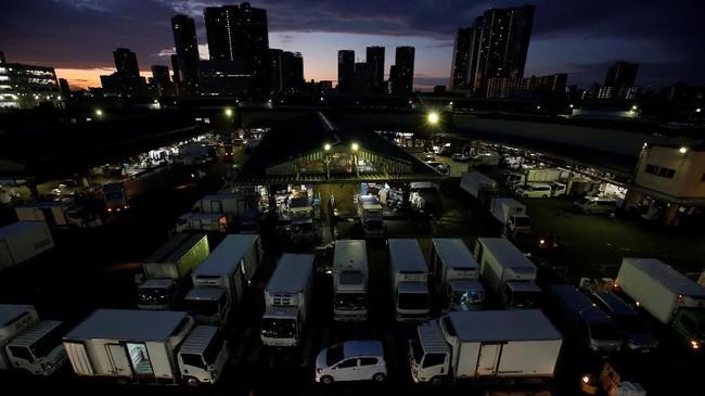 Namun pasar ini harus ditutup dan dipindahkan ke lokasi baru yang bernama Pasar Toyosu, yang akan beroperasi pada 11 Oktober 2018.