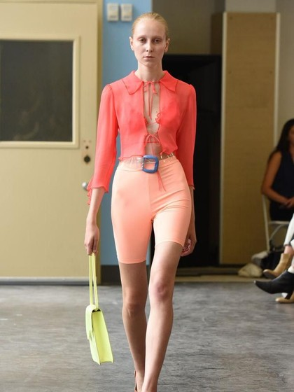 Tren di Pekan Mode Dunia, Seperti Ini Jika Bicycle Pants Jadi Busana Formal