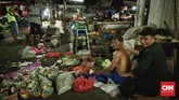 Nilai tukar rupiah yang melemah terhadap dolar AS hingga nyaris Rp15.200 per dolar AS, mulai memberi pengaruh terhadap harga jual sejumlah barang. (CNN Indonesia/Bisma Septalisma).